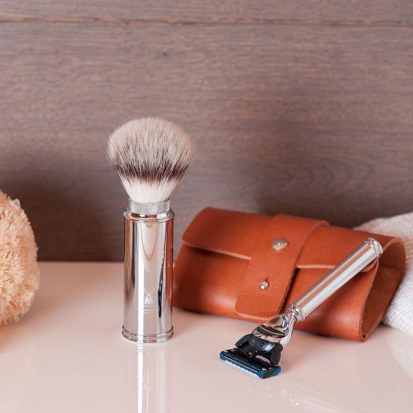Kleine Kulturtasche mit Rasier-Set